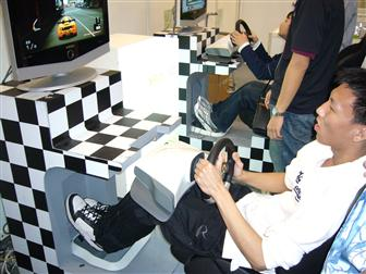 Go head to head on Project Gotham Racing with the Xbox 360 Wireless Racing Wheel