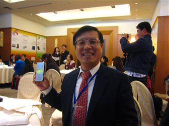 Peter Chen, Aiptek chairman, holding a PocketCinema V10