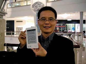 Netronix chairman Arthur Lu presents an e-book reader Photo: Harris Lin, Digitimes, November 2009