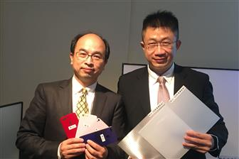 Entire Technology chairman Wang Jyh-horng (left) and president Lin Chun-yi