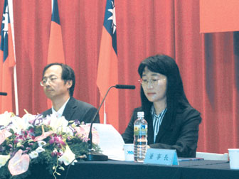 Chen Wen-chi (left), president of VIA Technologies and Cher Wang, chairman (right)