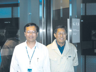 Going 7.5G: KY (Kuen-Yao) Lee, chairman and CEO of AUO (right) and CY Lin, vice president of the Operation Unit of AUO