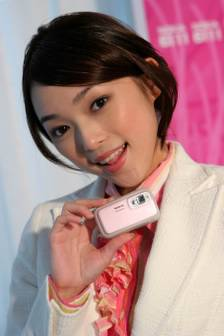 Taiwan market: Nokia 6111 slide phone available in pink