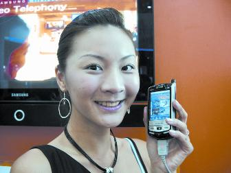 CommunicAsia 2006: Samsung showcases WiMAX PDA, claimed as the world's first