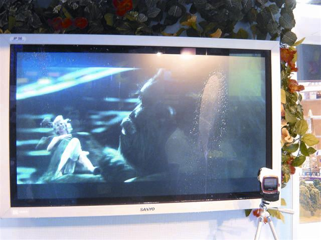 Sanyo demonstrates outdoor water-poof LCD TV at CES