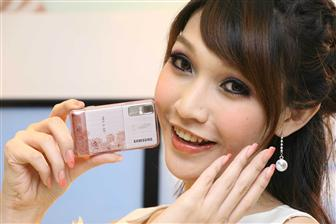 Taiwan market: Samsung 3.5G handset draws attention of female customers