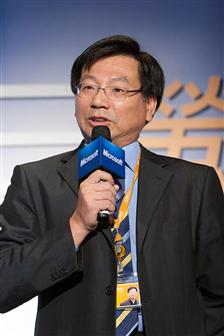 Colley Hwang, president of Digitimes, speaking at Microsoft's 20 years anniversary