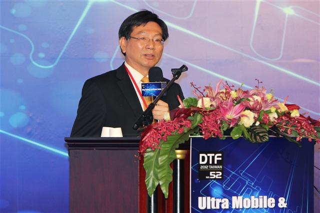 Digitimes president Colley Hwang delivers a talk on how the ultra mobile eco-system can recreate Taiwan's IT industries