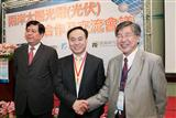 Tsuo and Shi at the PV industry convention