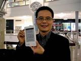 Netronix chairman Arthur Lu presents an e-book reader