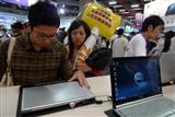 Consumers shop for ultra-thin notebook