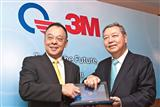 Quanta vice chairman CC Leung (right) and 3M Taiwan president George Chao (left)