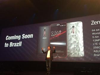 Asustek+CEO+Jerry+Shen+introduces+ZenFone+2+products