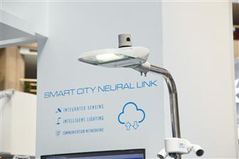 A connected LED streetlamp with sensors for smart city solutions