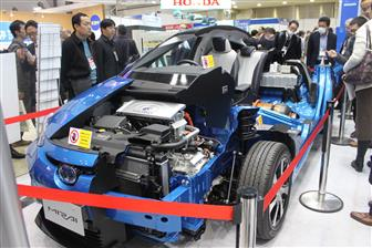 Toyota+exhibits+the+structure+of+hydrogen+fuel+cell+car+Mira