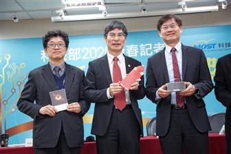 Taiwan%27s+minister+of+science+and+technology+Liang%2Dgee+Chen+%28center%29