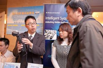 Li answers participants' questions about Microsoft's Windows Embedded.