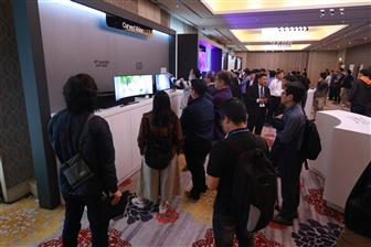 At the forum participated by more than 300 industry professionals, Samsung Display showcased a range of 1000R curved monitors