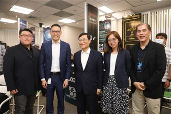 Microsoft for Startup-Taiwan CEO Peter Hu (left) and Microsoft Taiwan general manager Ken Sun (second left)