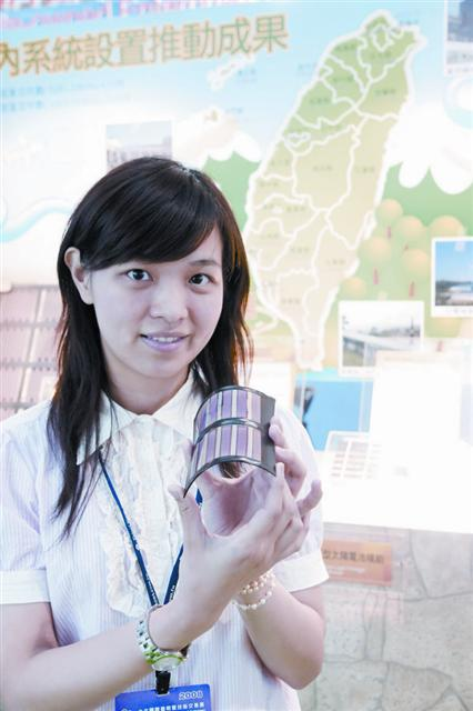 Flexible solar cell suitable for notebook and handset products
