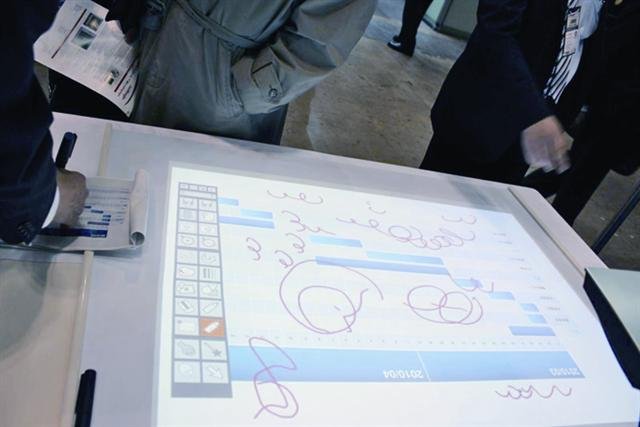 Finetech Japan 2010: Dai Nippon Printing (DNP) projected touch technology