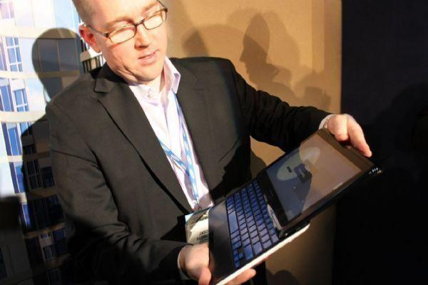 CES 2011: Samsung 7 Series sliding tablet PC