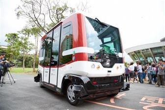 EZ10 driverless electric bus