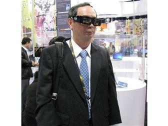 Joseph+Hsu%2C+MSI+chairman%2C+wearing+3D+glasses