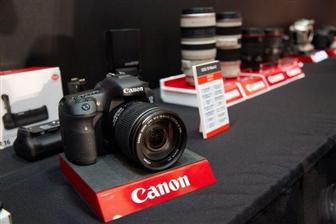Canon+DSLR+camera+EOS+7D+Mark+II