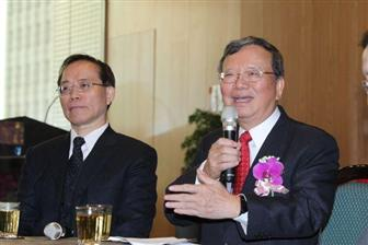 CHT+new+chairman+Cheng+Yu+%28right%29+and+new+president+Sheih+Chi%2Dmou