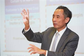 Charles+Kau%2C+executive+VP+of+Tsinghua+Unigroup+and+acting+chairman+of+YMTC