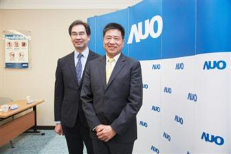 AUO+chairman+Paul+Peng+%28front%29+and+president+Michael+Tsai