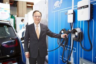Lite%2DOn+Technology+CEO+Warren+Chen+with+charging+piles+BMW+i3
