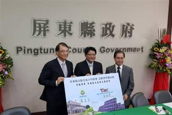 TSEC+chairman+Ellick+Liao+%28left%29+and+Pingtung+County+chief+Pan+Men%2Dan+%28center%29