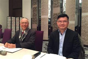 Accton chairman Lee Yen-sung (left) and president Lee Chih-chiang