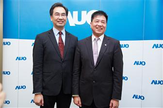 AUO+chairman+Pual+Peng+%28right%29+and+president+Michael+Tsai