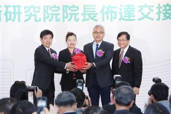 New+ITRI+president+Edwin+Liu+%28left%29+at+his+inaugural+ceremony