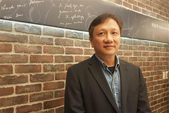 Edward+Chang%2C+president+of+HTC+health+division