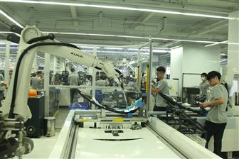 Automation equipment makers pushing more services outside of China