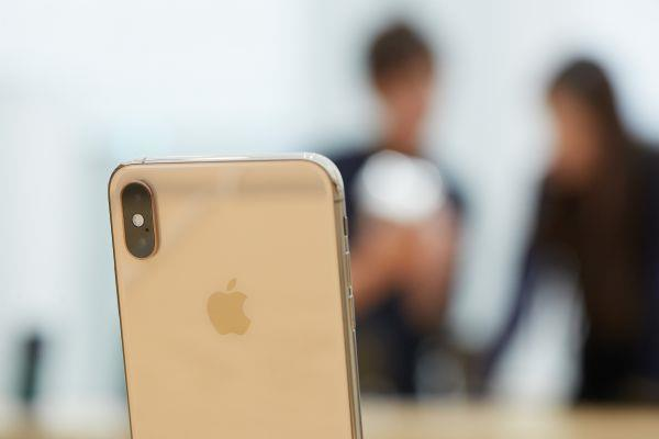 Apple expects iPhone supply to fall short