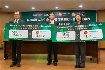 President James Chen for CTBC Bank (center)