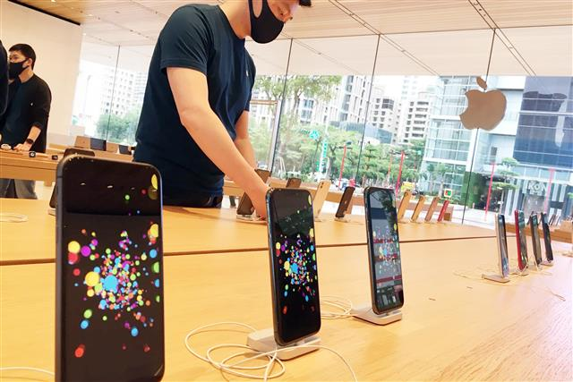 Samsung Display secures majority of panel orders for next-gen iPhone