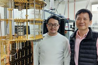 Chung-Yu Mou, director of NTHU's Center for Quantum Technology (right)